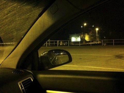 Rakk ferja: Stille kveldsstund på Mekjarvik ferjekai, på vei til Kvitsøy i 2014. Åtte timer på jobb, fem og en halv time i bil – kun 40 minutters ferjetur unna mor og far.