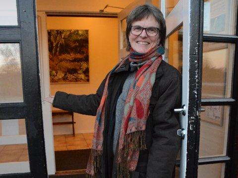 BYGGEPLANAR: Rektor ved Sunnhordland folkehøgskule, Mona Økland, gler seg over dei kjekke byggeplanane.