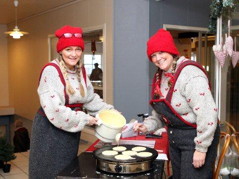 Nissemor (Linda Røyrøy, t. v) og nissefar (Bente Sjo) ordna nisselappar og veldig mykje anna, då landsbyperlene gjekk i bresjen for årets julemarknad, i andre høgda på Halsnøy senter.