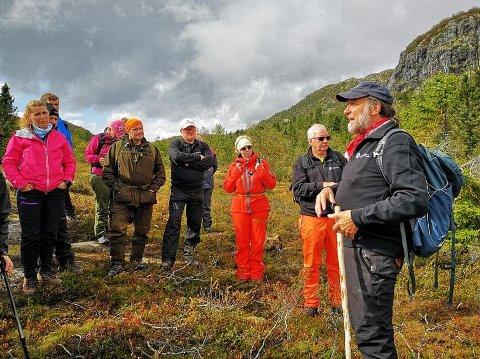Tor Nikolaisen orienterer fra stedet hvor hytten til sabotørene var og hvor de overnattet før de gikk ned i juvet og sabotasjen på Vemork.