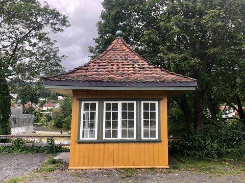 RENOVERINGSBEHOV: Bergseminarets lyshus trenger ny takstein. Det var lettere sagt enn gjort.