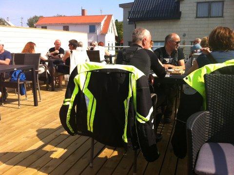 Takrestauranten til Lofotmat har omlag 40 sitteplasser, som var opptatt koninuerlig etter åpningen søndag