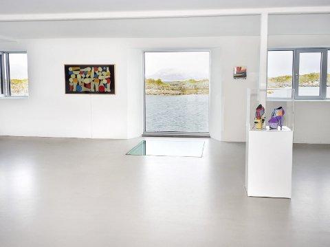The Frame: Onsdag lanserte Samsung sin nye TV The Frame på KaviarFactory i Henningsvær. TV-en blir et kunstverk når den skrus av. Foto: presse