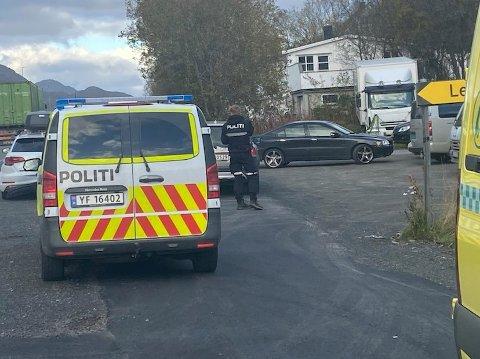 Nødetatene har rykket ut til trafikkuhell på Leknes torsdag ettermiddag.