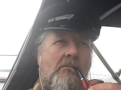 Dan Danielsen jobber som skipper i tillegg til å være kjørelærer.
