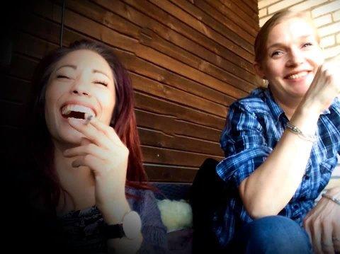Melissa Owesen (til venstre) forteller om ei livlig og energisk venninne. Mandag starter rettssaken etter drapet på Cathrine Sand (til høyre).