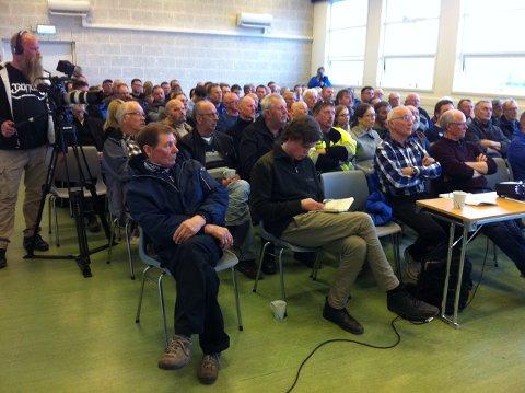 STINN BRAKKE: Det var fullt hus og høy temperatur under kveldens folkemøte i Kvænangen. Tema: Oppdrettsplanene utenfor Spildra.