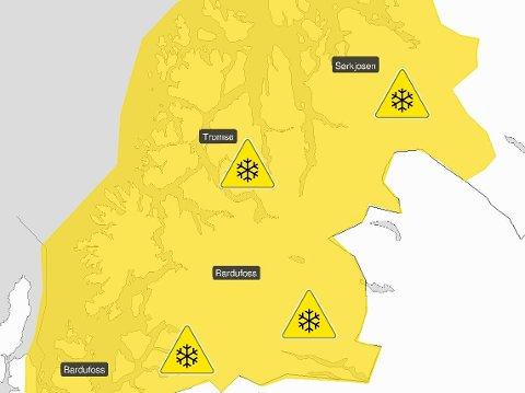 FOKK OG ROKK: Det er tøffe værforhold på enkelte veier i Troms onsdag. Illustrasjon: Meteorologisk institutt