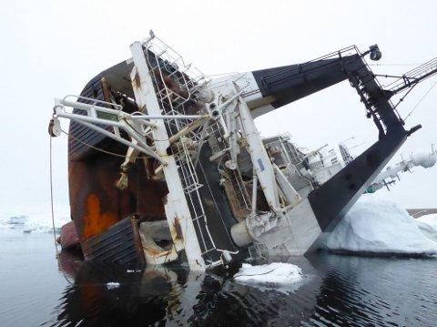 GIKK PÅ GRUNN: Tråleren forliste under reketråling i Hinlopenstredet i Nordaust-Svalbard naturreservat 28. desember 2018. Mannskapet på 14 ble evakuert, men ingen ble skadet.