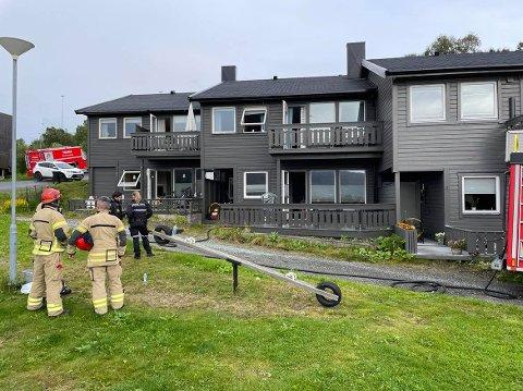 BRANN: Det var i et av disse rekkehusene brannen startet.