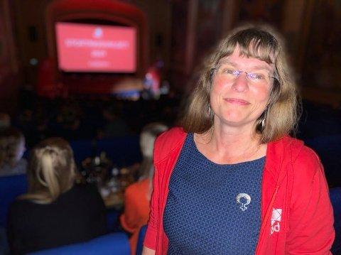 GOD STEMNING: Førstekandidat Hanne Stenvaag og gjengen på Rødts valgvake i Tromsø lever i håpet om å komme over sperregrensen.