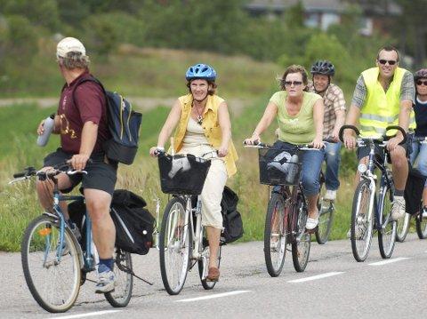 KÅRING: Larvik ble kåret til den 11. beste sykkelbyen i landet. Bildet viser noen av syklistene som stilte opp i en sykkelaksjon i Brunlanes for noen år tilbake. (Arkivfoto)