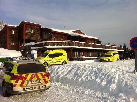 SNØSKRED: Lørdag ettermiddag gikk det et snøskred på Sjusjøen Skisenter i Ringsaker. Store letemannskaper startet raskt opp søk for å finne ut om noen hadde blitt tatt av skredet. (Foto: Jan Rune Bakkelund)