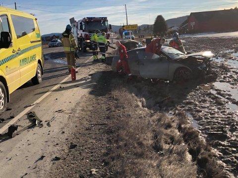 Her, på riksveg 2 ved Grinder, var to biler involvert i en kollisjon tirsdag.