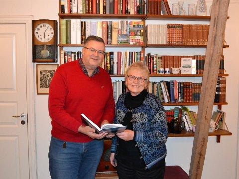 Even H. Kaalstad og Marit Westerveld gleder seg over at årets Budstikken er klar i god tid før jul.