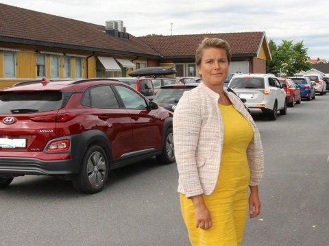 KJEMPER FOR TRAFIKKSTASJONEN: Ordfører Karoline Fjeldstad håper rakstingene får oppretteholde sitt tilbud ved Mysen trafikkstasjon. Neste uke skal hun og tre andre ordførere i møt med statssekretær Ingelin Noresjø.