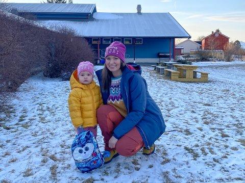 Rebekka Bruin Ødegaard er glad for at småbarnsforeldre på Tomma nå har fått en forutsigbar hverdag med nystartede Tomma bedriftsbarnehage. Der vet hun at Irma (2) og de andre barna har det godt når foreldrene er på jobb.