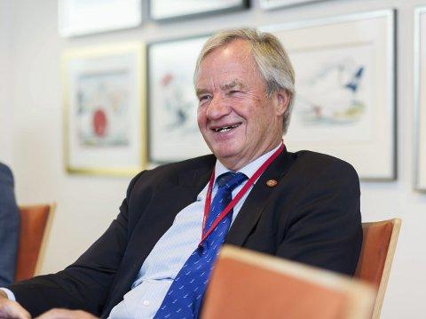 Han kan brumme, men er mest blid. Bjørn Kjos har vært administrerende direktør i Norwegian siden oktober 2002, og har foreløpig ingen planer om å innta pensjonistenes rekker.