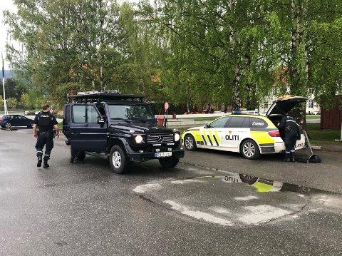 POLITIAKSJON: Politiet slo full alarm før situasjonen var avklart ved 19-tiden mandag kveld.