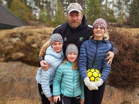 PÅ HJEMMEBANE: Tidligere HBK-trener Jan Gundro Thorstensen ønsket med tid med døtrene Johanne (9), Mathilde (11) og Kristine (13).