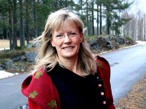 Kommer: Karin Andersen (65) gjester Tinn SV sitt årsmøte mandag. Andersen er i dag leder av nasjonalforsamlingens  Kommunal- og forvaltningskomite. Fra 2005-2009 var hun leder av Arbeids- og sosialkomiteen (foto Glåmdalen)