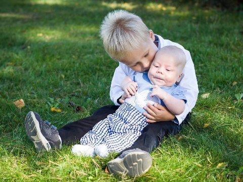 Martin Gamst (3) og Lillebror William er to av barna som skal vokse opp i Norges største vekstområde.