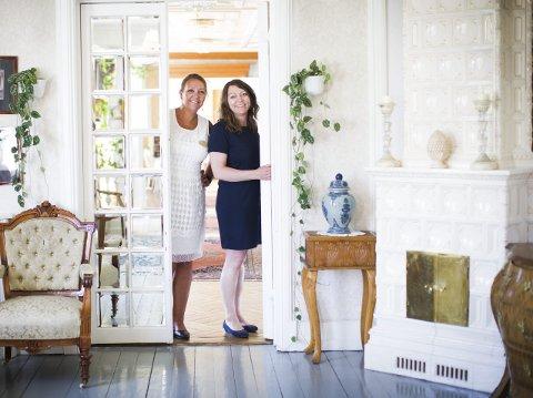 Bryllupsboom: Hotelldirektør ved Losby Gods, Heidi Elisabeth Fjellheim (t.v.) og markedsansvarlig Marianne Frilseth opplever en enorm pågang av folk som vil ha bryllupet sitt på godset i Lørenskog. ALLE FOTO: LISBETH Lund ANDRESEN