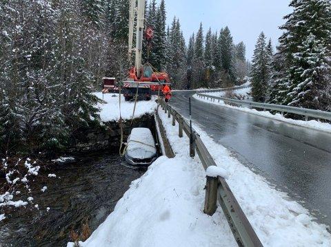 På Romerike har snøen skapt trøbbel. Litt lenger nord var holka vrien. – Det var som å kjøre rattkjelke, sier den uheldige drosjesjåføren. Foto: Christian Søberg