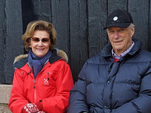 Dronning Sonja og kong Harald fotografert på Kongsseteren i Oslo der de skal tilbringe årets påsken. Foto: Sven Gj. Gjeruldsen / Det kongelige hoff / NTB scanpix