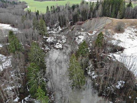 Flere evakueres nå etter dette leirskredet i Nannestad før jul.