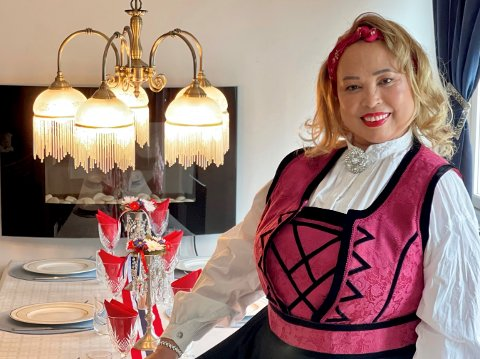 NY DRAKT:  Maritzelda Marvila Nielsen fra Jessheim har pyntet seg i ny festdrakt i anledning 17. mai.