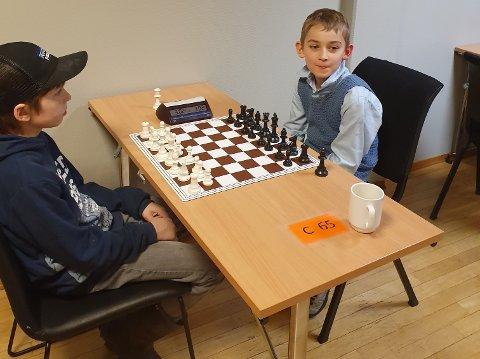 JEVNALDRENDE: Yno Jahren (9, t.h.) i møte med en jevnaldrende i første runde.