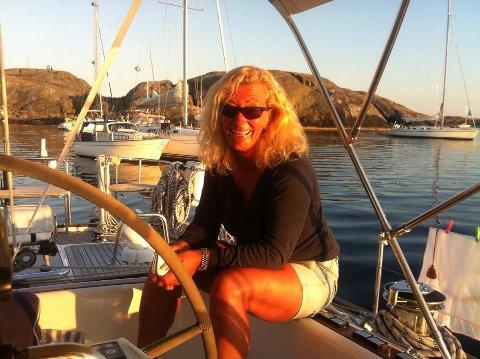 KLAR IGJEN: Eira Naustvik fra Asker har seilt mange singelregattaer. Under Færderseilasen hadde hun  ikke marginene på sin side da konkuransseinstinktet tok over i den sterke vinden.