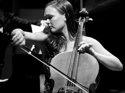 Cellisten Sandra Lied Haga som kommer til Fjord Classics