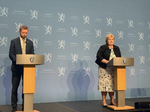 Helseminister Bent Høie og statsminister Erna Solberg på pressekonferansen fredag, der de presenterte nye reiseråd. Foto: Heidi Schei Lilleås (Nettavisen)