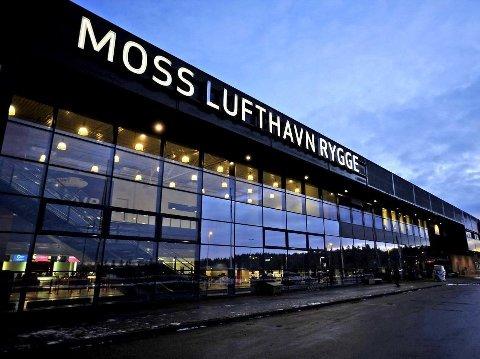– Vi har jobbet konstruktivt med gjenåpning av flyplassen helt siden Frp- og Høyre-regjeringen på en svært useriøs måte vedtok flypassasjeravgiften i statsbudsjettet for 2016, skriver LOs Ulf Lervik i et svar til Frps Rowena von Ohle.