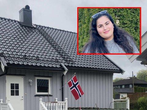 STJÅLET: Rita Giovanni Jakobsen (innfelt) syns det er trist og leit at noen stjal flagget som hang på utsiden av inngangen til huset deres på Yven 17. mai. Minutter etter at dette bildet ble tatt, var det norske flagget borte.