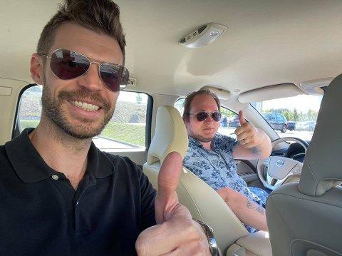 EGEN SJÅFØR: Rødt-leder og stortingsrepresentant Bjørnar Moxnes fikk være med i bilen til leder av Rødt Sarpsborg, Jan Petter Bastøe, da førstnevnte besøkte Sarpsborg fredag.