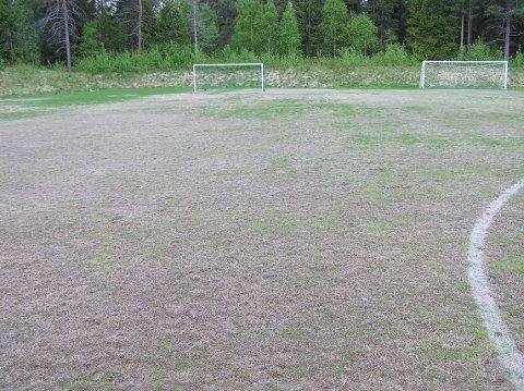 Dårlige fotballbaners trøst: Det blir grønt i juni.