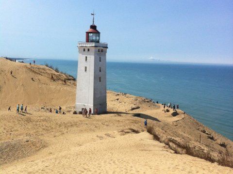 Rubjerg Knude Fyr forventes å forsvinne i havet innen år 2020.