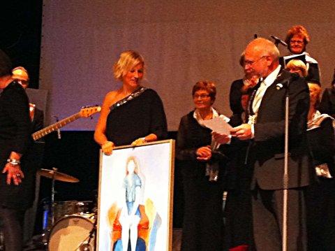 Kulturpris: For 10 år siden mottok Vibeke Skofterud  Sparebankprisen/Eidsberg kommunes kulturpris av daværende ordfører Knut Herland.