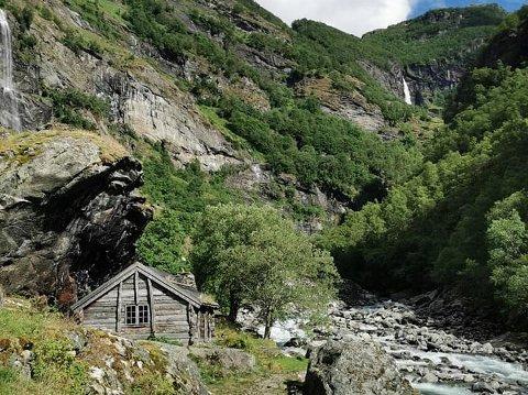 POPULÆR: Aurlandsdalen er populær for vandreglade. I 2020 viser tala 21.000 passeringar. Her frå Almen.