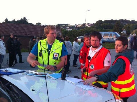 Frivillige fra Røde Kors og Norsk Folkehjelp er samlet for leteaksjon etter tanangermannen som ble meldt savnet i ettermiddag.