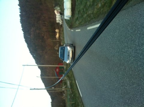 Telefonkabel fall over vegen. (Foto: Arne Sandanger)