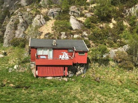 400 METER OVER HAVET: Fjellhytta på Oaland i Forsand er bygd på festetomt.