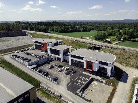 SELGER: R8 Property AS med eiendomsinvestor Emil Eriksrød i spissen selger eiendommen Nordre Fokserød 14 AS ved avkjøringen fra E18 til Sandefjord Torp Lufthavn.