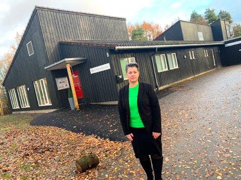 BEKYMRET: Lise Ripegutu er daglig leder for Klyve nærmiljøsenter. Hun er bekymret for framtida om kommunedirektøren får viljen sin.