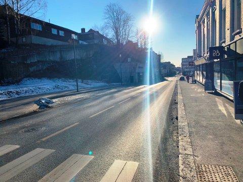 KAN ÅPNES: Det er en mulighet for at ett felt i Kongens gate kan holdes åpent fra høsten. Men 22. februar stenges den for all trafikk.