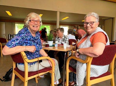 ENDELIG: Kirsten Marie Ingebretsen og Gerd Andersen er glade over å få være sosiale igjen.