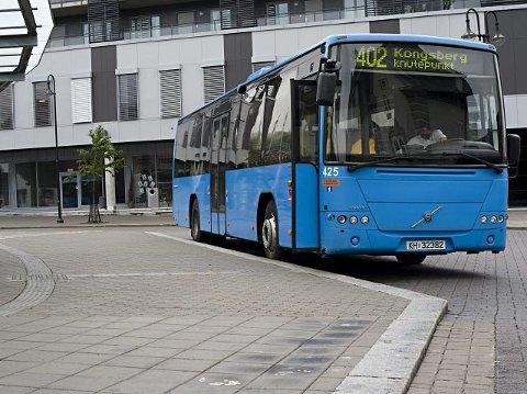 NY BUSSLINJE: Fra mandag av vil buss frakte passasjerer fra Notodden til Knutepunkt Kongsberg hvor de kan ta tog videre.